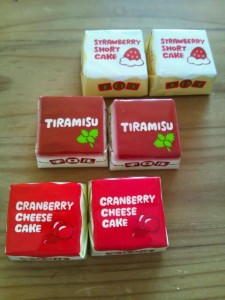 チロルチョコ ストロベリーショートケーキ ティラミス クランベリーチーズケーキ